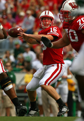 MADISON, WI - SEPTEMBER 26:  Scott Tolzien #16 of the Wisconsin Badgers looks for a receiver against the Michigan State Spartans on September 26, 2009 at Camp Randall Stadium in Madison, Wisconsin.  (Photo by Jonathan Daniel/Getty Images)