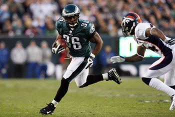 PHILADELPHIA - DECEMBER 27:  Brian Westbrook #36 of the Philadelphia Eagles runs the ball against the Denver Broncos on December 27, 2009 at Lincoln Financial Field in Philadelphia, Pennsylvania. The Eagles defeated the Broncos 30-27.  (Photo by Jim McIsa