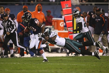 CHICAGO - NOVEMBER 22: Earl Bennett #80 of the Chicago Bears runs for yards after the catch during the second quarter against Victor Abiamiri #96 of the Philadelphia Eagles at Soldier Field on November 22, 2009 in Chicago, Illinois.  (Photo by Jonathan Da