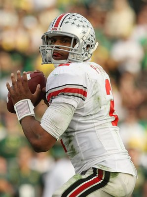 PASADENA, CA - JANUARY 01:  Quarterback Terrelle Pryor #2 of the Ohio State Buckeyes drops back to pass against the Oregon Ducks during the 96th Rose Bowl game on January 1, 2010 in Pasadena, California.  (Photo by Stephen Dunn/Getty Images)