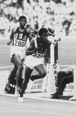25 Apr 1969: 400m star Lee Evans of the USA runs with the baton down the track.