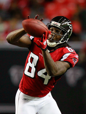 ATLANTA - AUGUST 13:  Roddy White #84 of the Atlanta Falcons pulls in this reception against the Kansas City Chiefs at Georgia Dome on August 13, 2010 in Atlanta, Georgia.  (Photo by Kevin C. Cox/Getty Images)