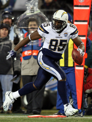 NASHVILLE, TN - DECEMBER 25: Antonio Gates #85 of the San Diego Chargers breaks free for a touchdown on this first half reception on December 25, 2009 at LP Field in Nashville, Tennessee. (Photo by Rex Brown/Getty Images)