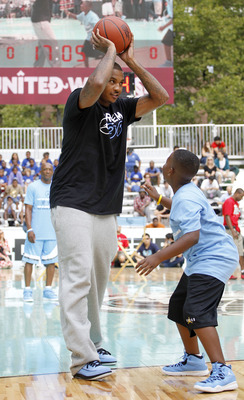 NEW YORK CITY, NY - AUGUST 13:  Carmelo Anthony of USAB practices with young athletes during the World Basketball Festival at Rucker Park on August 13, 2010 in New York City.  (Photo by Chris Trotman/Getty Images for Nike)