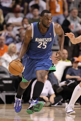 PHOENIX - MARCH 16:  Al Jefferson #25 of the Minnesota Timberwolves handles the ball during the NBA game against the Phoenix Suns at US Airways Center on March 16, 2010 in Phoenix, Arizona. The Suns defeated the Timberwolves 152-114.  NOTE TO USER: User e