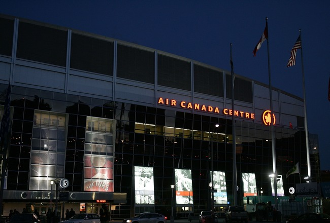 TORONTO, ON - NOVEMBER 13: An exterior view of the Air Canada Centre prior to a game between the Montreal Canadiens and the Toronto Maple Leafs on November 13, 2007 in Toronto, Ontario, Canada.  (Photo by Bruce Bennett/Getty Images)