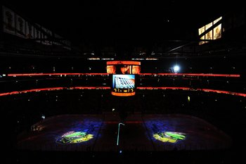 CHICAGO - MAY 31:  A general view inside the United Center before Game Two of the 2010 NHL Stanley Cup Final between the Chicago Blackhawks and the Philadelphia Flyers on May 31, 2010 in Chicago, Illinois.  (Photo by Michael Heiman/Getty Images)
