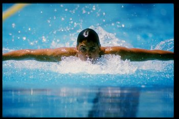 1985:  Pablo Morales swims during a race at the National Swimming Championships. Mandatory Credit: Tony Duffy  /Allsport