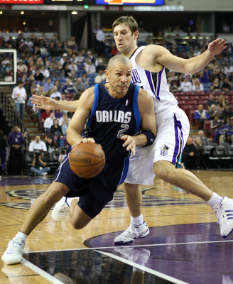 SACRAMENTO, CA - NOVEMBER 29:  Jason Kidd #2 of the Dallas Mavericks drives past Beno Udrih #19 of the Sacramento Kings during an NBA game on November 29, 2008 at ARCO Arena in Sacramento, California. NOTE TO USER: User expressly acknowledges and agrees t