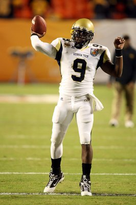 MIAMI GARDENS, FL - JANUARY 05:  Josh Nesbitt #9 of the Georgia Tech Yellow Jackets warms up against the Iowa Hawkeyes during the FedEx Orange Bowl at Land Shark Stadium on January 5, 2010 in Miami Gardens, Florida.  (Photo by Streeter Lecka/Getty Images)