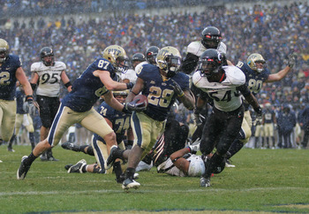 PITTSBURGH - DECEMBER 05:  Dion Lewis #28 of the University of Pittsburgh Panthers runs in for a touchdown in the fourth quarter against the Cincinnati Bearcats on December 5, 2009 at Heinz Field in Pittsburgh, Pennsylvania.  (Photo by Jared Wickerham/Get
