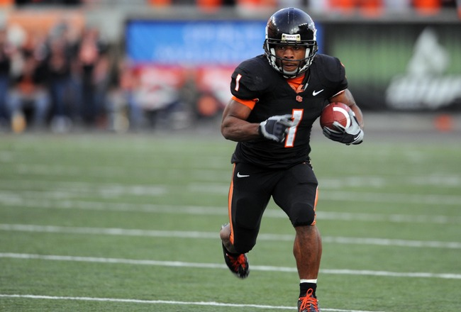 CORVALLIS, OR - OCTOBER 10: Running back Jacquizz Rodgers #1 of the Oregon State Beavers finds a lot of running room as he turns the corner in the third quarter of the game against the Stanford Cardinals at Reser Stadium on October 10, 2009 in Corvallis,