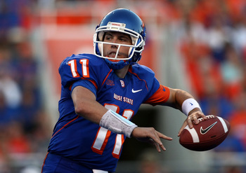 BOISE , ID - SEPTEMBER 13:  Kellen Moore #11 of the Boise State Broncos throws the ball against the Bowling Green Falcons at Bronco Stadium on September 13, 2008 in Boise, Idaho.  (Photo by Jonathan Ferrey/Getty Images)