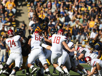 BERKELEY, CA - OCTOBER 24:  Bret Johnson #25 of the California Golden Bears attempts to block a field goal by Nico Grasu #18 of the Washington State Cougars at California Memorial Stadium on October 24, 2009 in Berkeley, California.