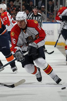 UNIONDALE, NY - JANUARY 21:  Nathan Horton #16 of the Florida Panthers skates with the puck during the game against the New York Islanders at the Nassau Coliseum on January 21, 2010 in Uniondale, New York. (Photo by Bruce Bennett/Getty Images)