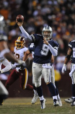 LANDOVER, MD - DECEMBER 27:  Tony Romo #9 of the Dallas Cowboys passes during the game against the Washington Redskins at FedExField on December 27, 2009 in Landover, Maryland. The Cowboys defeated the Redskins 17-0. (Photo by Larry French/Getty Images)