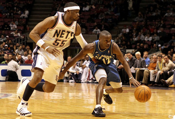 Earl Boykins being defended by his new teammate Keyon Dooling.