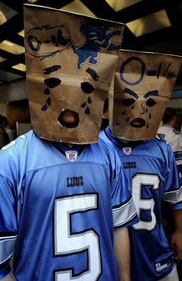 NEW YORK - APRIL 25:  Detroit Lions fans wait for admission to Radio City Music Hall for the 2009 NFL Draft on April 25, 2009 in New York City.  (Photo