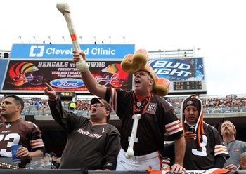 CLEVELAND - OCTOBER 04:  Fans of the Cleveland Browns cheer on their team as they play the Cincinnati Bengals at Cleveland Browns Stadium on October 4, 2009 in Cleveland, Ohio.  (Photo by Jim McIsaac/Getty Images)