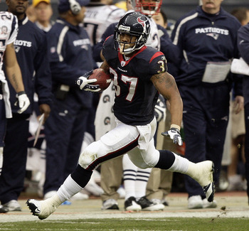 HOUSTON - JANUARY 03:  Running back Arian Foster #37 of the Houston Texans rushes against the New England Patriots at Reliant Stadium on January 3, 2010 in Houston, Texas. Houston won 34-27. (Photo by Bob Levey/Getty Images)