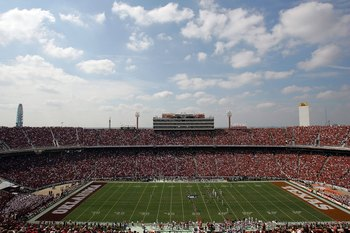 DALLAS - OCTOBER 11:  A general view of the Oklahoma Sooners and the Texas Longhorns during the Red River Rivalry at the Cotton Bowl on October 11, 2008 in Dallas, Texas.  (Photo by Ronald Martinez/Getty Images)