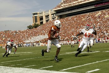 AUSTIN, TX - SEPTEMBER 23:  Wide receiver Limas Sweed #4 of the Texas Longhorns runs for a touchdown against the Iowa State Cyclones on September 23, 2006 at Texas Memorial Stadium in Austin, Texas.  (Photo by Ronald Martinez/Getty Images)