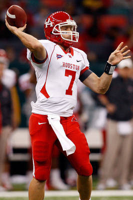 NEW ORLEANS - OCTOBER 17:  Quarterback Case Keenum #7 of the Houston Cougars throws the ball against the Tulane Green Wave at the Louisiana Superdome on October 17, 2009 in New Orleans, Louisiana.  (Photo by Chris Graythen/Getty Images)