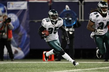 EAST RUTHERFORD, NJ - DECEMBER 13:  Macho Harris #35 of the Philadelphia Eagles runs the ball against the New York Giants at Giants Stadium on December 13, 2009 in East Rutherford, New Jersey.  (Photo by Nick Laham/Getty Images)