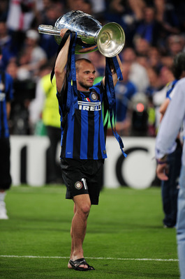 MADRID, SPAIN - MAY 22:  Wesley Sneijder of Inter Milan celebrates victory after the UEFA Champions League Final match between FC Bayern Muenchen and Inter Milan at the Estadio Santiago Bernabeu on May 22, 2010 in Madrid, Spain.  (Photo by Shaun Botterill