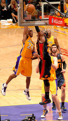 Rony-turiaf-blocks-kobe_display_image