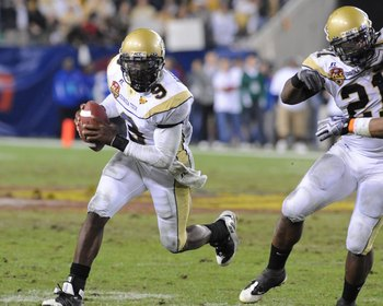 TAMPA, FL - NOVEMBER 28: Quarterback Josh Nesbitt #9 of the Georgia Tech Yellow Jackets rushes upfield against the Clemson Tigers in the 2009 ACC Football Championship Game December 5, 2009 at Raymond James Stadium in Tampa, Florida.  (Photo by Al Messers