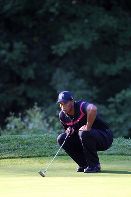 PARAMUS, NJ - AUGUST 26:  Tiger Woods lines up a putt on the fourth green during the first round of The Barclays at the Ridgewood Country Club on August 26, 2010 in Paramus, New Jersey.  (Photo by Hunter Martin/Getty Images)
