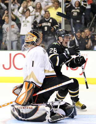 DALLAS - APRIL 08:  Goaltender Jonas Hiller #1 of the Anaheim Ducks reacts after giving up the game winning goal in a shoot out to Jere Lehtinen #26 of the Dallas Stars at American Airlines Center on April 8, 2010 in Dallas, Texas.  (Photo by Ronald Marti