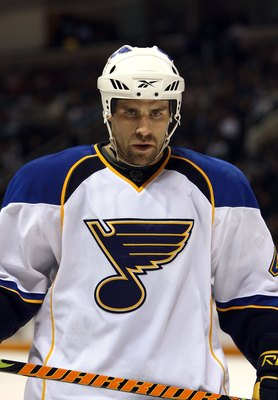 SAN JOSE, CA - DECEMBER 03:  Mike Weaver #43 of the St. Louis Blues lines up for a faceoff during their game against the San Jose Sharks at HP Pavilion on December 3, 2009 in San Jose, California.  (Photo by Ezra Shaw/Getty Images)