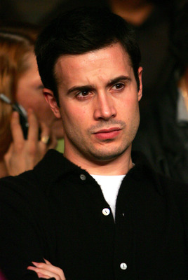 NEW YORK - OCTOBER 02:  Actor Freddie Prinze Jr attends the Travis Simms and Bronco McKart fight for the WBA super welterweight title at Madison Square Garden October 2, 2004 in New York City.  (Photo by Al Bello/Getty Images)