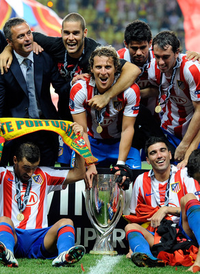 MONACO - AUGUST 27:  Diego Forlan of Atletico Madrid celebrates with team mates after winning the UEFA Super Cup between Inter and Atletico Madrid at Louis II Stadium on August 27, 2010 in Monaco, Monaco.  (Photo by Claudio Villa/Getty Images)