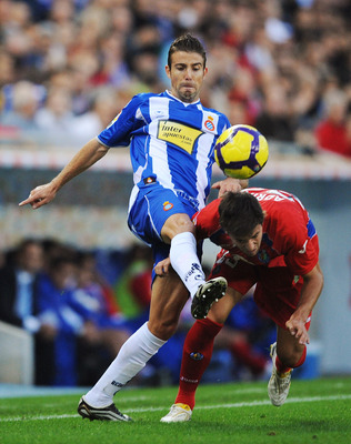 BARCELONA, SPAIN - NOVEMBER 22: Luis Garcia (L) of Espanyol clashes with Adrian Gonzalez of Getafe during the La Liga match between Espanyol and Getafe at Cornella-El Prat stadium on November 22, 2009 in Barcelona, Spain.  (Photo by Denis Doyle/Getty Imag