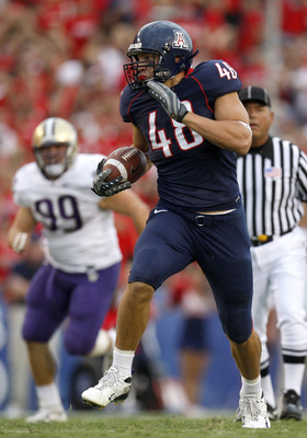 TUCSON, AZ - OCTOBER 04:  Rob Gronkowski #48 of the Arizona Wildcats runs for a first quarter touchdown in front of Cameron Elisara #99 of the Washington Huskies during a first quarter run on October 4, 2008 at Arizona Stadium in Tucson, Arizona.  (Photo