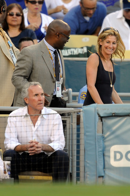 LOS ANGELES, CA - OCTOBER 15:  Owner Frank McCourt and wife Jamie McCourt of the Los Angeles Dodgers take their seats during Game One of the NLCS agianst the Philadelphia Phillies during the 2009 MLB Playoffs at Dodger Stadium on October 15, 2009 in Los A