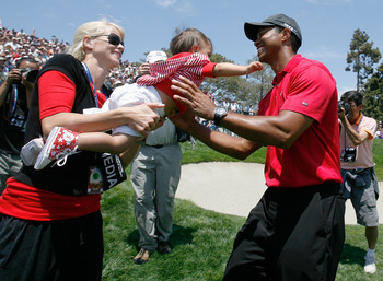 SAN DIEGO - JUNE 16:  Elin Nordegren Woods passes daughter Sam to Tiger Woods after Tiger won the playoff round of the 108th U.S. Open at the Torrey Pines Golf Course (South Course) on June 16, 2008 in San Diego, California.  (Photo by Jeff Gross/Getty Im