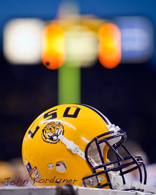 Lsu_helmet_03_9-5-2009_display_image