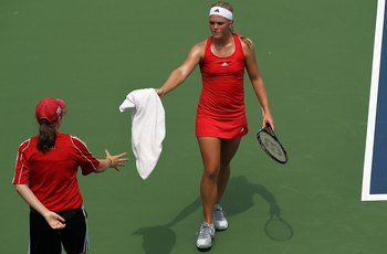 CINCINNATI - AUGUST 10:  Melanie Oudin towels off during day two of the Western & Southern Financial Group Women's Open on August 10, 2010 at the Lindner Family Tennis Center in Cincinnati, Ohio.  (Photo by Ronald Martinez/Getty Images)