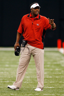 NEW ORLEANS - OCTOBER 17:  Head coach Kevin Sumlin of the Houston Cougars talks with his team during the game against the Tulane Green Wave at the Louisiana Superdome on October 17, 2009 in New Orleans, Louisiana. The Cougars defeated the Green Wave 44-16