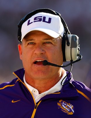 TUSCALOOSA, AL - NOVEMBER 07:  Head coach Les Miles of the Louisiana State University Tigers against the Alabama Crimson Tide at Bryant-Denny Stadium on November 7, 2009 in Tuscaloosa, Alabama.  (Photo by Kevin C. Cox/Getty Images)