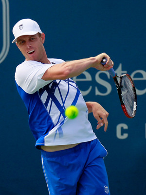 CINCINNATI - AUGUST 18:  Sam Querrey returns a forehand to David Ferrer of Spain during Day 3 of the Western & Southern Financial Group Masters at the Lindner Family Tennis Center on August 18, 2010 in Cincinnati, Ohio.  (Photo by Kevin C. Cox/Getty Image