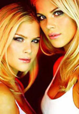 Elin_twins_display_image