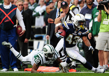 SAN DIEGO - JANUARY 17:  Running back Darren Sproles #43 of the San Diego Chargers runs with the ball as cornerback Drew Coleman #30 the New York Jets trys to tackle during the AFC Divisional Playoff Game at Qualcomm Stadium on January 17, 2010 in San Die