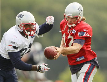 FOXBORO, MA - AUGUST 02:  Tom Brady #12 f the New England Patriots fakes a handoff to Fred Taylor #21 during training camp on August 2, 2010 at Gillette Stadium in Foxboro, Massachusetts.  (Photo by Elsa/Getty Images)