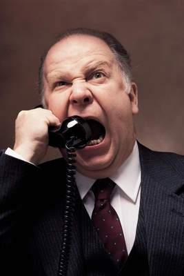 Guy-yelling-on-phone2_display_image