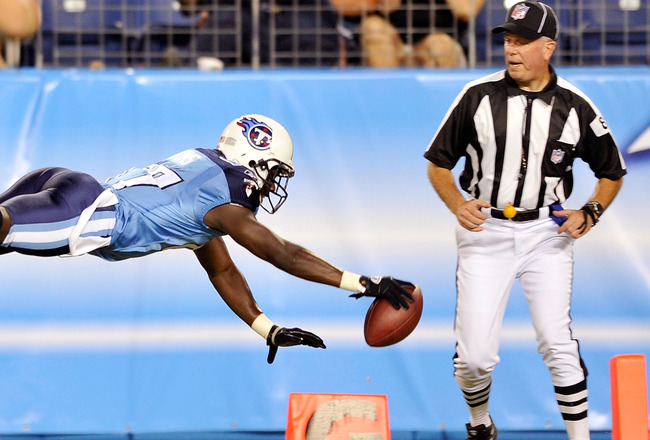 NASHVILLE, TN - AUGUST 23:  Lavelle Hawkins #87 of the Tennessee Titans rolls out of bound just short of the goal line during a preseason game against the Arizona Cardinals at LP Field on August 23, 2010 in Nashville, Tennessee. Tennessee defeated Arizona